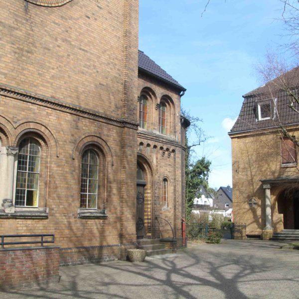 Kirche Schmachtendorf und Pfarrhaus